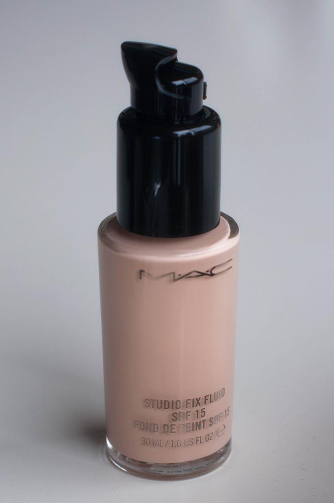 RED REIDING HOOD: Beauty blogger review mac studio fix fluid foundation NW13 swatch
