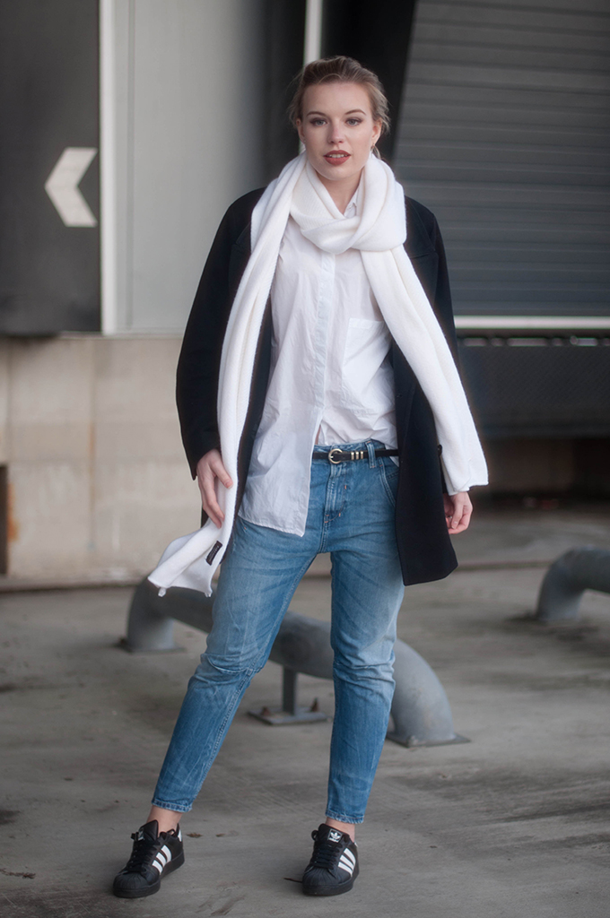 RED REIDING HOOD: Fashion blogger wearing Diesel Fayza boyfriend jeans street style adidas superstar sneakers zara scarf outfit