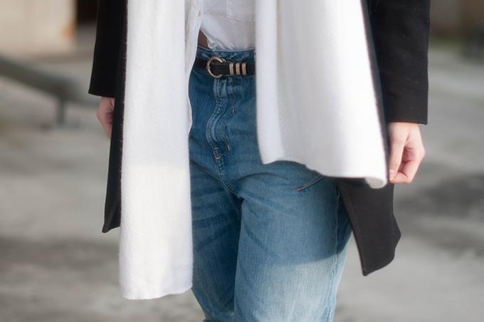 RED REIDING HOOD: Fashion blogger wearing diesel fayza boyfriend jeans white zara scarf outfit details