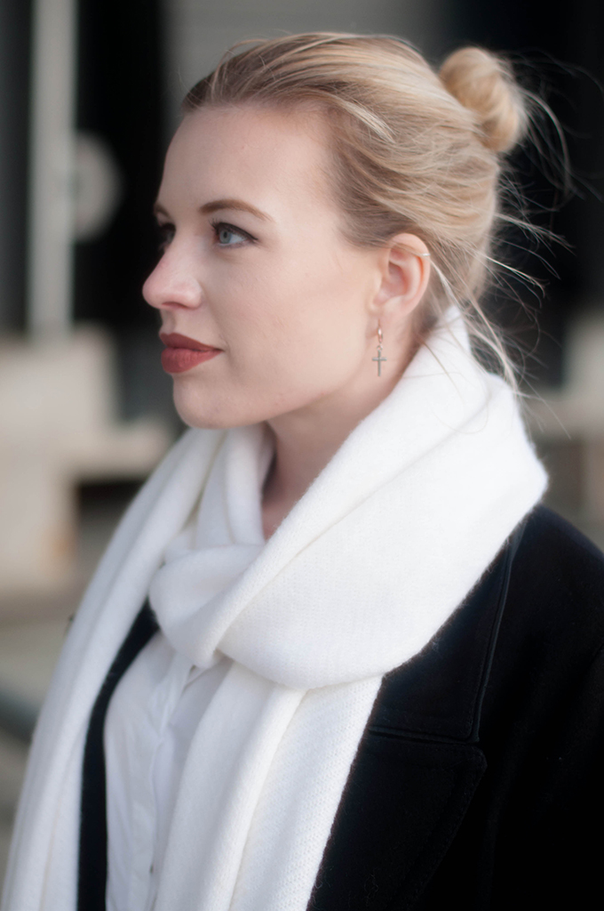 RED REIDING HOOD: Fashion blogger wearing long white zara scarf outfit details
