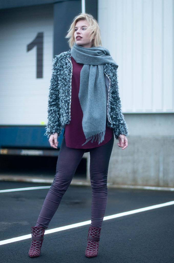 RED REIDING HOOD: Fashion blogger wearing fluffy faux fur coat acne studios canada wool scarf outfit burgundy aubergine street style sam edelman mila