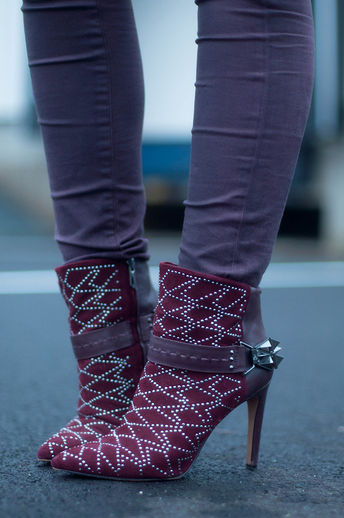 RED REIDING HOOD: Fashion blogger wearing sam edelman mila ankle boots street style burgundy aubergine outfit details