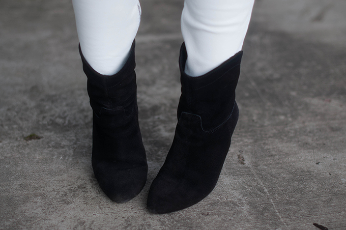 RED REIDING HOOD: Fashion blogger wearing black suede ankle boots mango outfit details