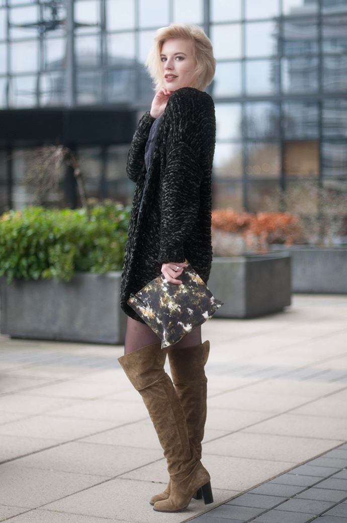 RED REIDING HOOD: Fashion blogger wearing topshop over the knee boots outfit heavy knit cardigan american vintage clutch