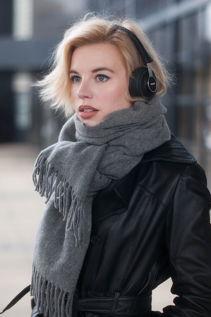 RED REIDING HOOD: Fashion blogger wearing acne canada wool scarf outfit details leather jacket philips citiscape denim headphones