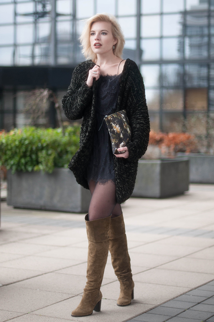 RED REIDING HOOD: Fashion blogger wearing NLY icons lively boho dress street style topshop over the knee boots heavy knit cardigan outfit