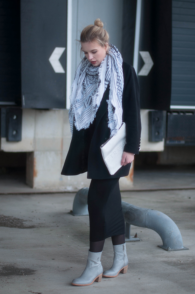 RED REIDING HOOD: Fashion blogger wearing zara scarf maxi dress H&M trend street style shabbies amsterdam designer shoes