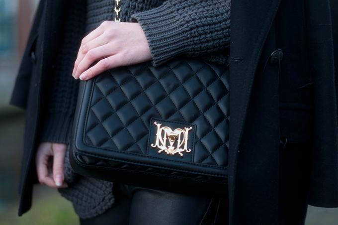 RED REIDING HOOD: Fashion blogger wearing leather designer bag Love Moschino quilted medium box bag tessuti