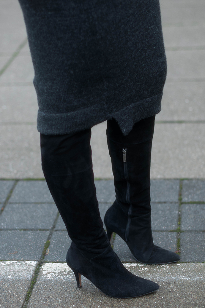 RED REIDING HOOD: Fashion blogger wearing over the knee boots duo boots vespa otk boots outfit details zara asymmetrical midi knit dress