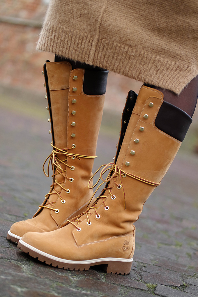 RED REIDING HOOD: Fashion blogger wearing 14 inch Timberland lace up boots original yellow outfit details