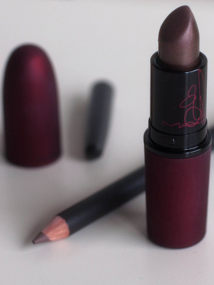 beauty mac stone mac viva glam rihanna 2 red reiding hood. Black Bedroom Furniture Sets. Home Design Ideas