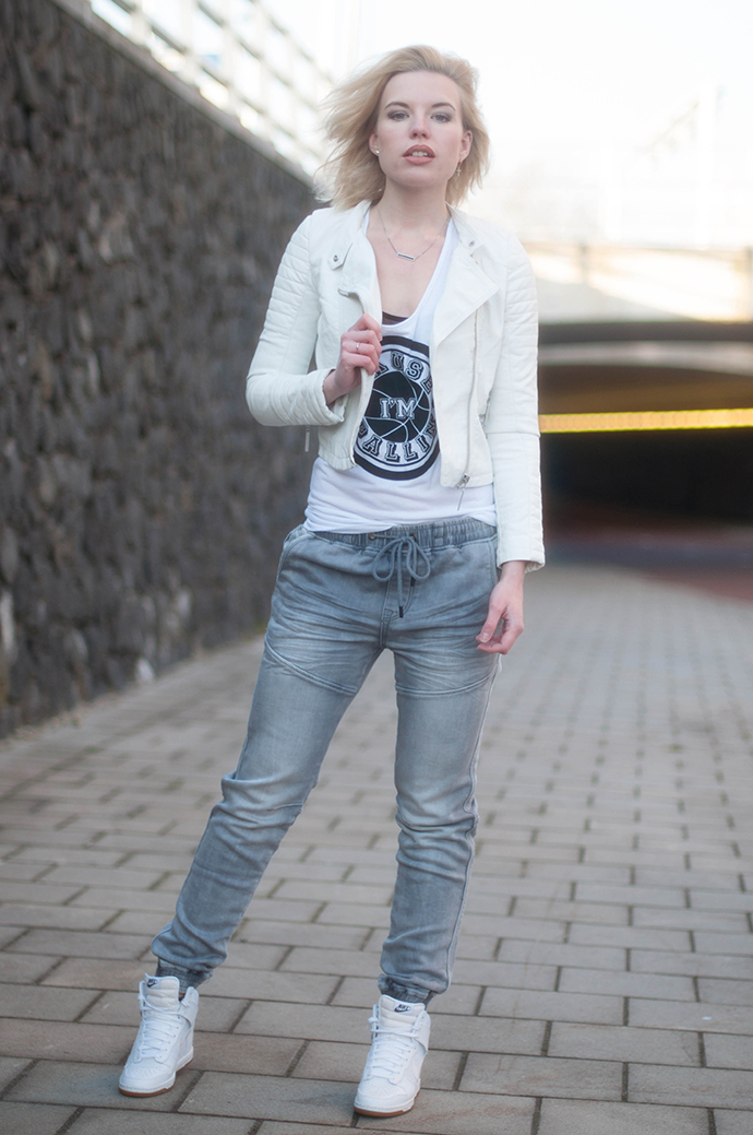 RED REIDING HOOD: Fashion blogger wearing white leather jacket tapered boyfriend baggy jeans CoolCat we run the streets jogging jeans outfit