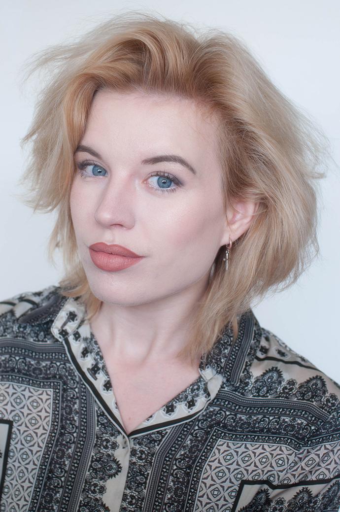 RED REIDING HOOD: Beauty blogger review mac honeylove lipstick swatch mac spice lip pencil close up lips full face look