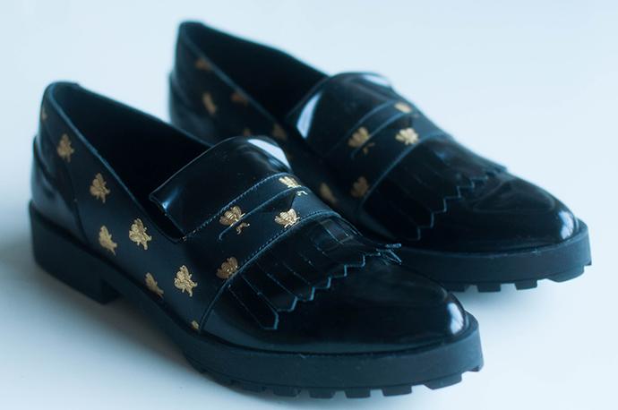 RED REIDING HOOD: Fashion blogger Miista Randi loafers details bee print spartoo