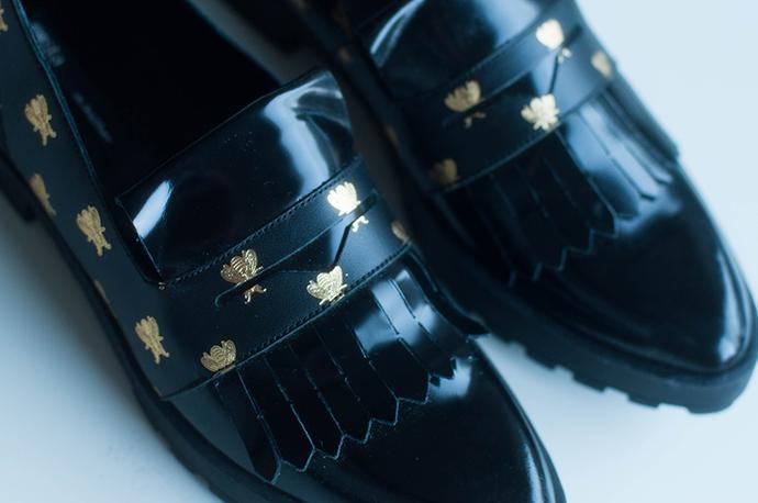 RED REIDING HOOD: Fashion blogger Miista Randi loafers shoes details bee print spartoo