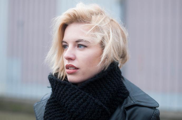 RED REIDING HOOD: Fashion blogger wearing big oversized knit scarf snood