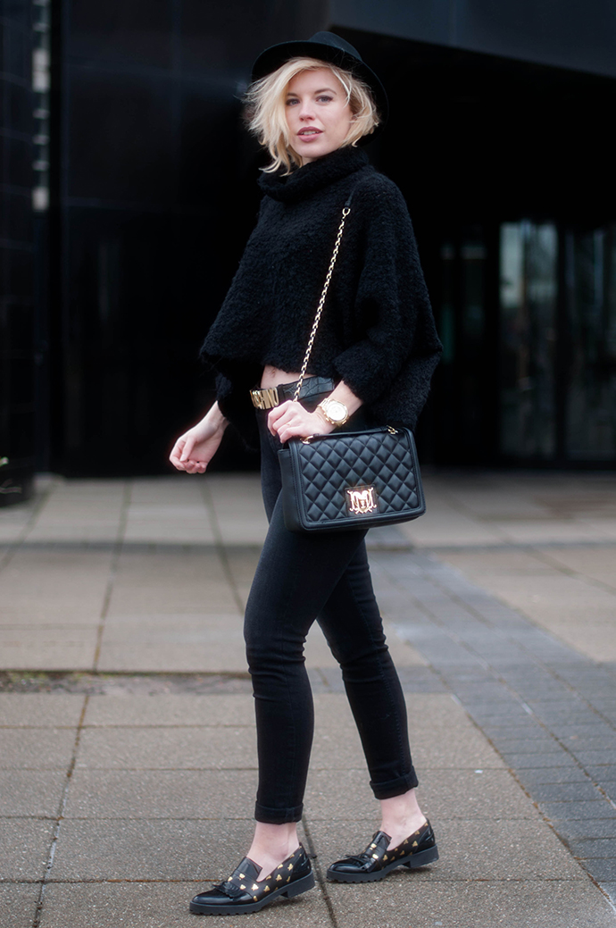 RED REIDING HOOD: Fashion blogger wearing high waist jeans weekday thursday black denim miista loafers love moschino chain bag logo belt