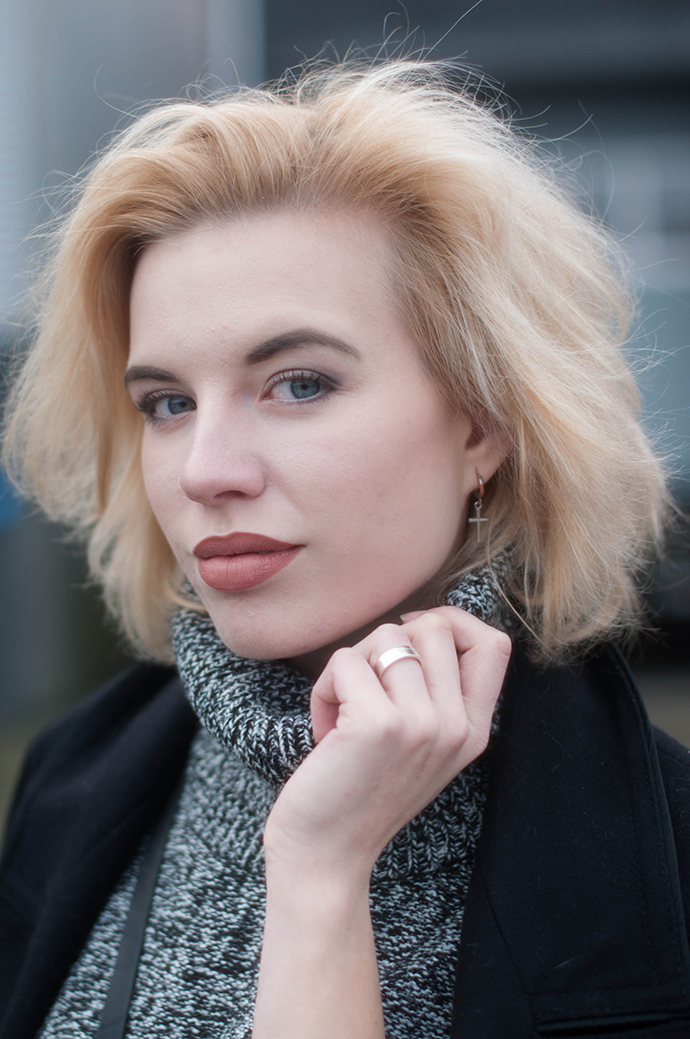 RED REIDING HOOD: Beauty fashion blogger wearing turtleneck dress cross earring outfit details