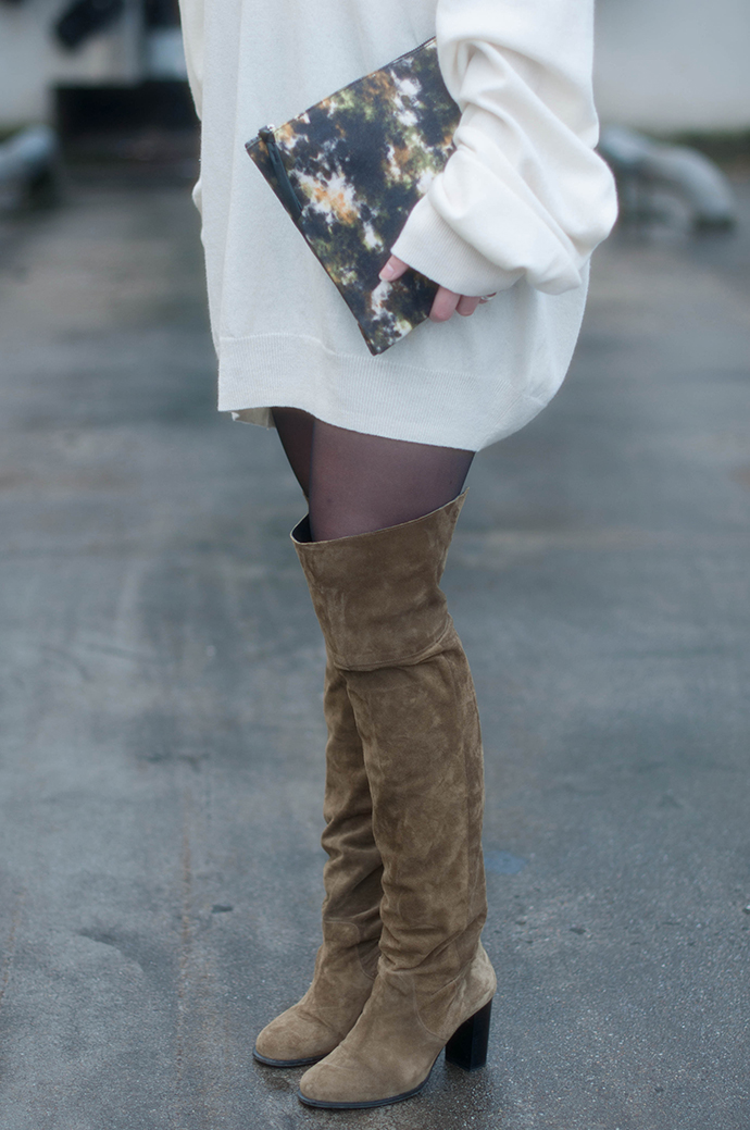 RED REIDING HOOD: Fashion blogger wearing white sweater dress turtleneck maison martin margiela H&M outfit over the knee boots topshop otk boots watercolor clutch
