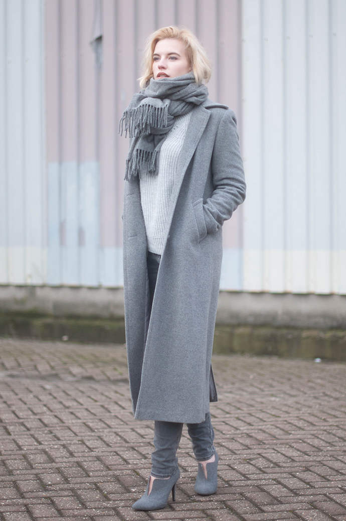 RED REIDING HOOD: Fashion blogger wearing long coat all grey outfit acne studios canada wool scarf