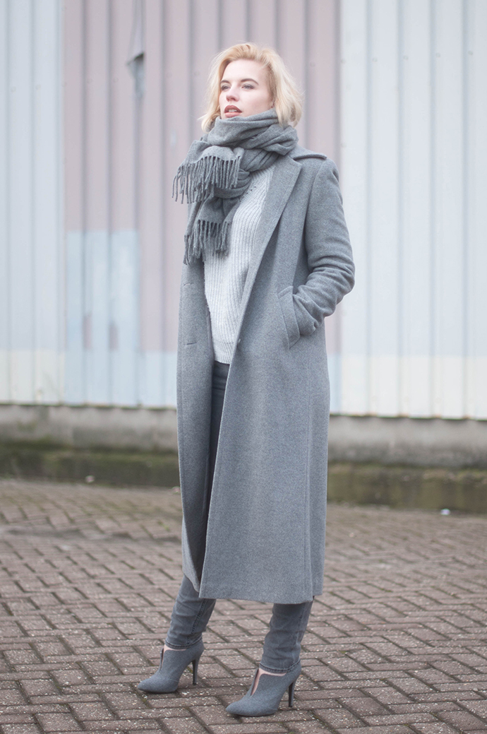 RED REIDING HOOD: Fashion blogger wearing levi's revel jeans grey outfit acne studios canada wool scarf long coat