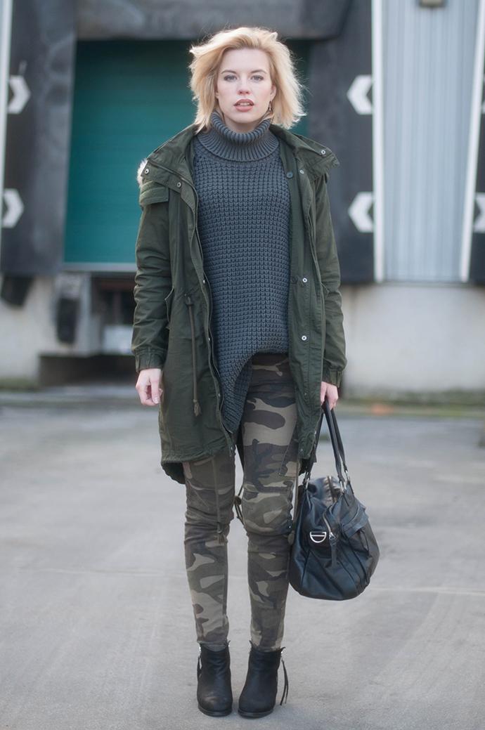 RED REIDING HOOD: Fashion blogger wearing camo pants hope grand sweater turtleneck jumper parka coat cowboysbag pistol boots