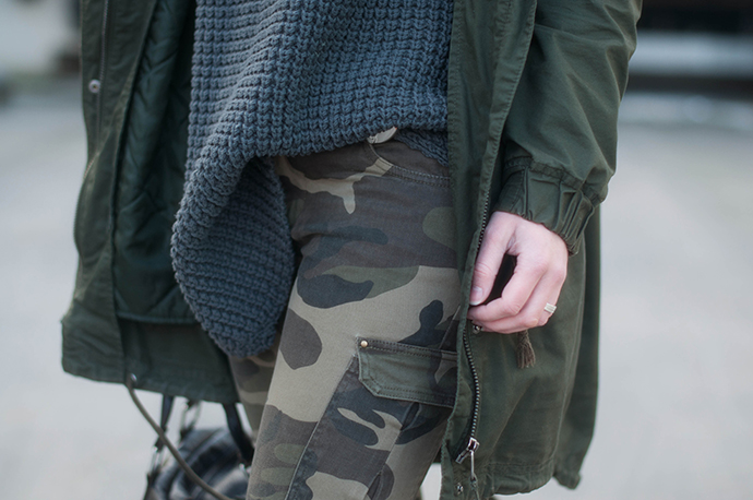 RED REIDING HOOD: Fashion blogger wearing camouflage camo pants outfit details hope grand sweater chunky knit turtleneck parka