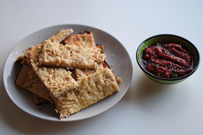 RED REIDING HOOD: Food blogger clean recipe ITALIAN CAULIFLOWER FOCACCIA de voedselzanloper marinara sauce breadsticks