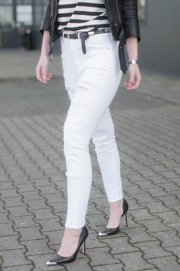 RED REIDING HOOD: Fashion blogger wearing high waisted ripped jeans white denim leather biker jacket guess pumps outfit