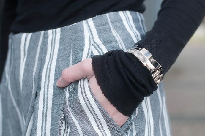 RED REIDING HOOD: Fashion blogger wearing bandhu bracelets outfit details high waisted stripe shorts