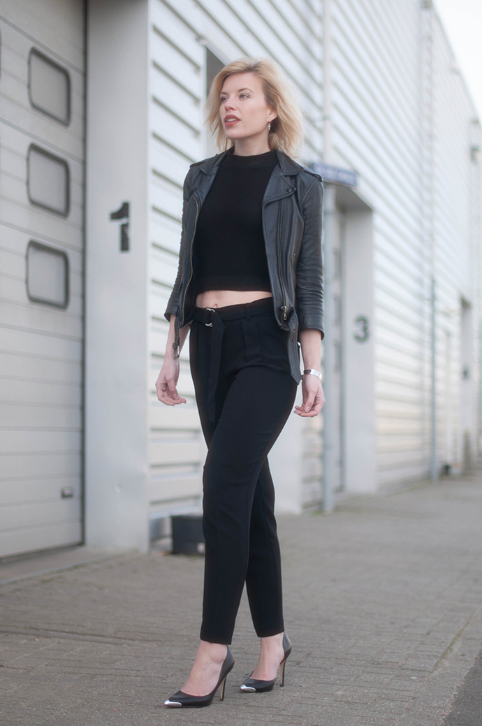 RED REIDING HOOD: Fashion blogger wearing all black rock chic outfit bare midriff crop top forever 21 suit pants mango leather jacket outfit