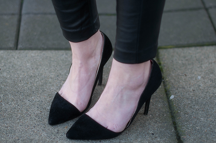 RED REIDING HOOD: Fashion blogger wearing pointy pumps cut out heels outfit details