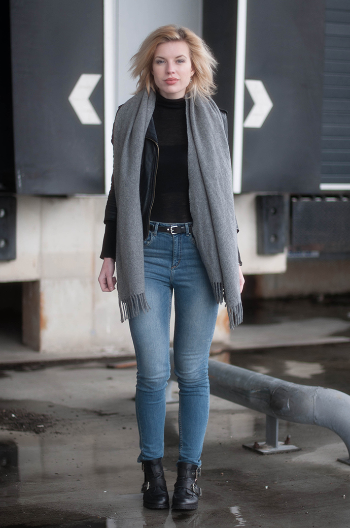 RED REIDING HOOD: Fashion blogger wearing high waisted jeans H&M leather jacket buckle boots outfit acne scarf