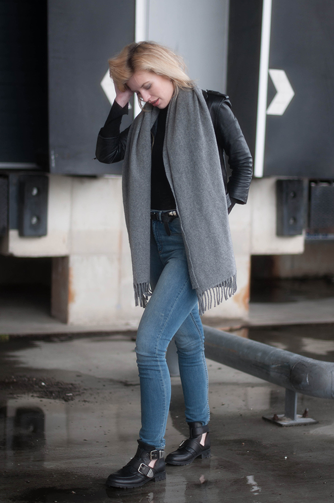 RED REIDING HOOD: Fashion blogger wearing high waist jeans H&M leather biker jacket acne canada wool scarf buckle boots outfit