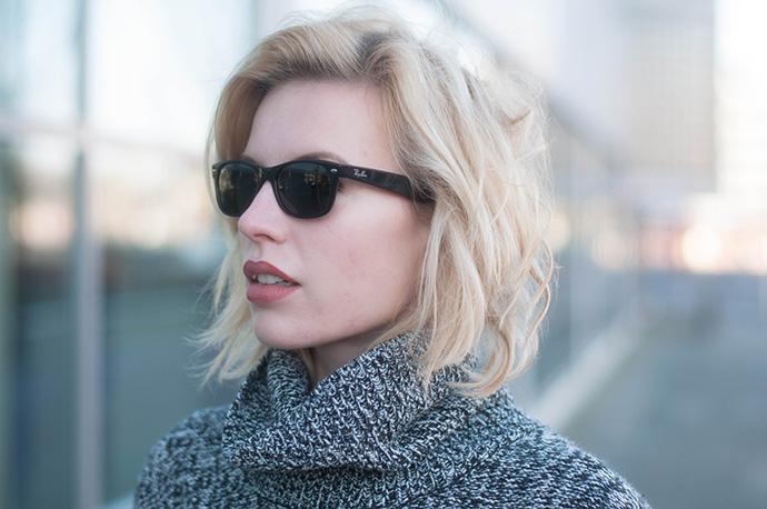 RED REIDING HOOD: Fashion blogger wearing Ray-Ban wayfarer sunglasses outfit details roll neck turtleneck jumper