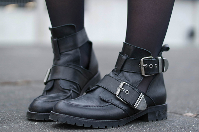 RED REIDING HOOD: Fashion blogger wearing buckle boots sacha shoes outfit details