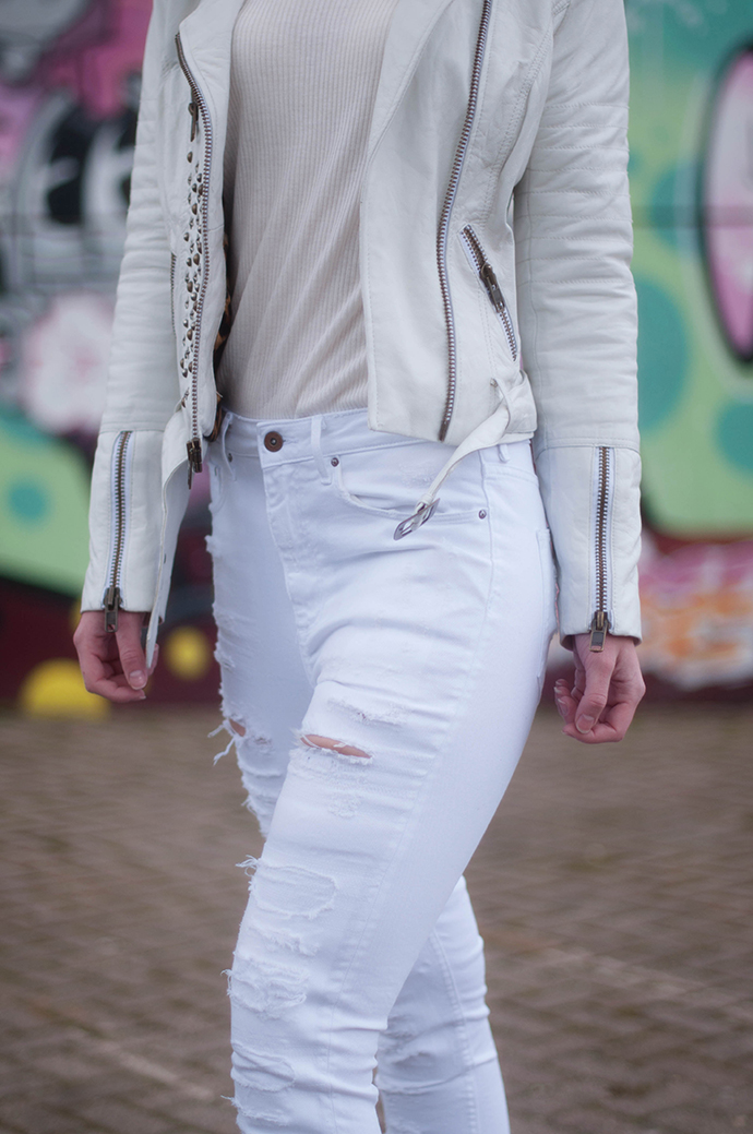 RED REIDING HOOD: Fashion blogger wearing high waisted ripped jeans white outfit details leather jacket