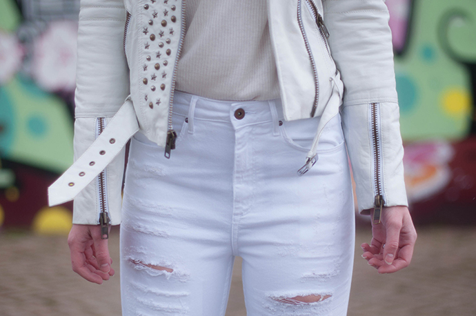 RED REIDING HOOD: Fashion blogger wearing white leather jacket mc motorycle biker straps outfit details ripped jeans high waisted denim