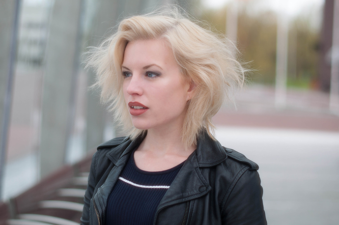 RED REIDING HOOD: Fashion blogger wearing leather jacket outfit details short messy undone hair