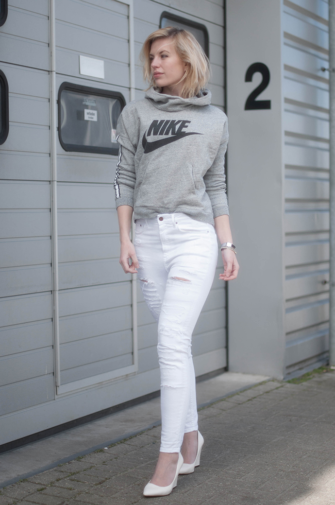 RED REIDING HOOD: Fashion blogger wearing nike swoosh logo sweater district 72 jumper high waisted ripped jeans