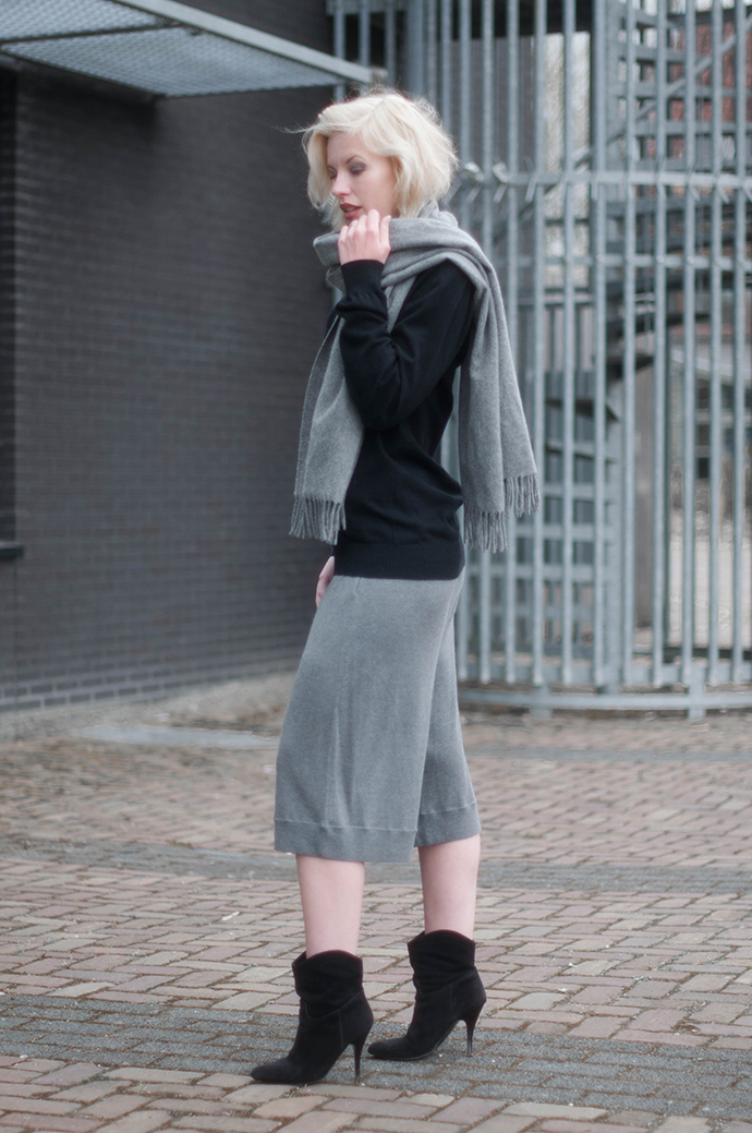 RED REIDING HOOD: Fashion blogger wearing acne studios heidi culottes jersey flare shorts canada wool scarf outfit
