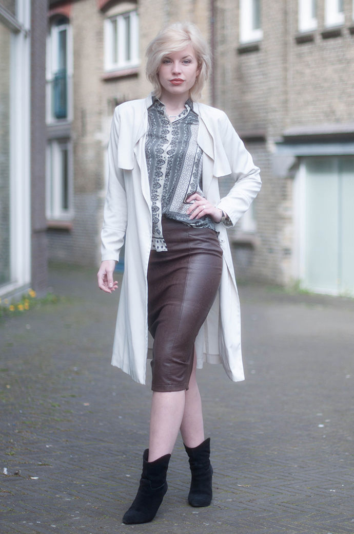 RED REIDING HOOD: Fashion blogger wearing beige duster trench coat python print snake leather midi pencil skirt outfit