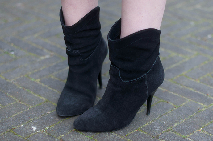 RED REIDING HOOD: Fashion blogger wearing mango suede leather ankle boots outfit details