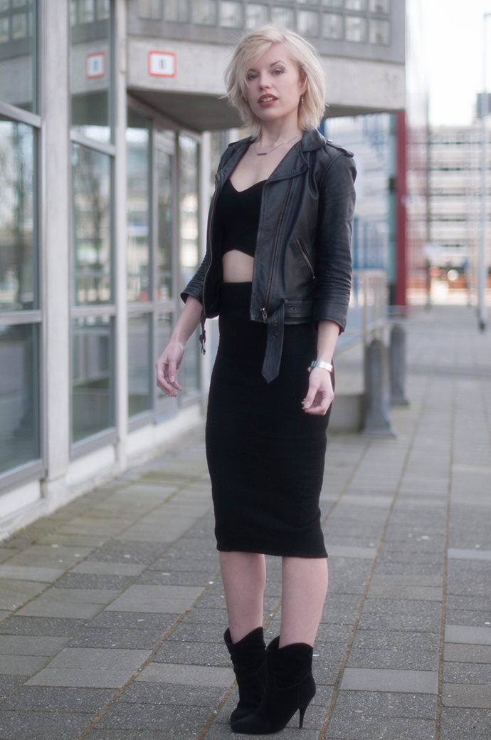 RED REIDING HOOD: Fashion blogger wearing all black everything outfit leather jacket crop top pencil skirt CoolCat 2-piece set co-ord mix & match