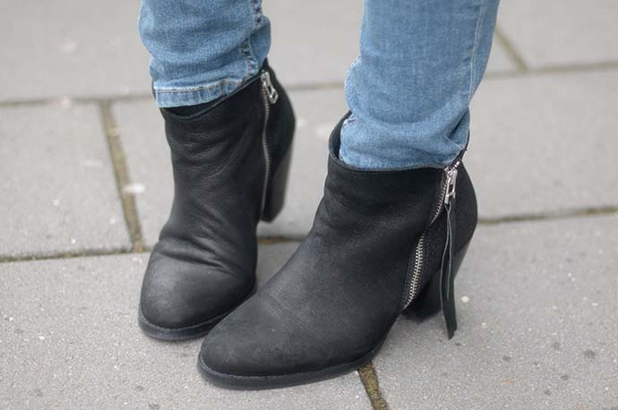 RED REIDING HOOD: Fashion blogger wearing sacha ankle boots acne pistol boots