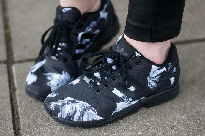 RED REIDING HOOD: Fashion blogger wearing adidas zx flux sneakers lightweight black trainers kicks