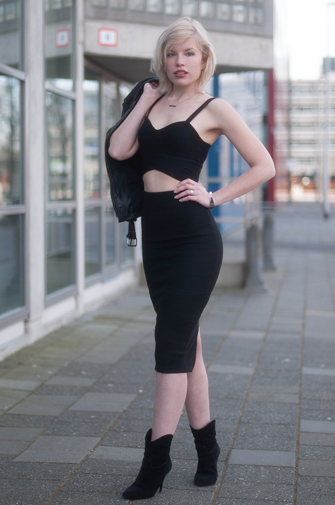 RED REIDING HOOD: Fashion blogger wearing 2-piece set crop top pencil skirt all black everything outfit coolcat mix & match collection