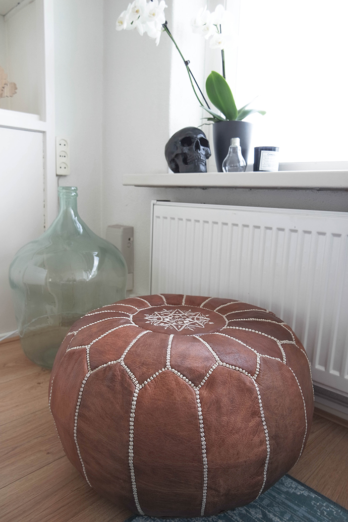 RED REIDING HOOD: Home interior inspiration brown leather moroccan pouf big glass fase skull urban outfitters