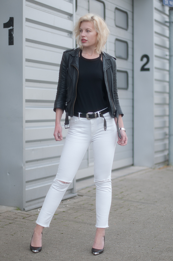 RED REIDING HOOD: Fashion blogger wearing high rise white jeans ripped knees leather jacket outfit omoda guess heels