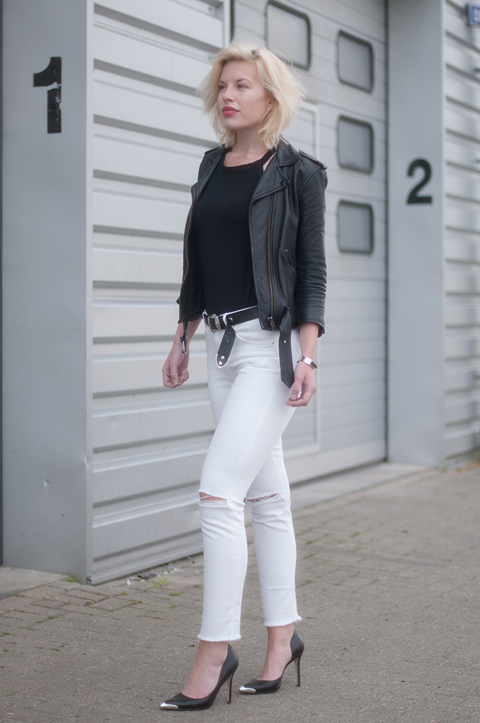 RED REIDING HOOD: Fashion blogger wearing high waisted jeans white denim frayed legs halter neck top outfit